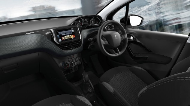 /image/12/1/peugeot_208_dashboards.172121.jpg