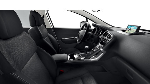 /image/13/4/peugeot-3008-active-interior.170134.jpg