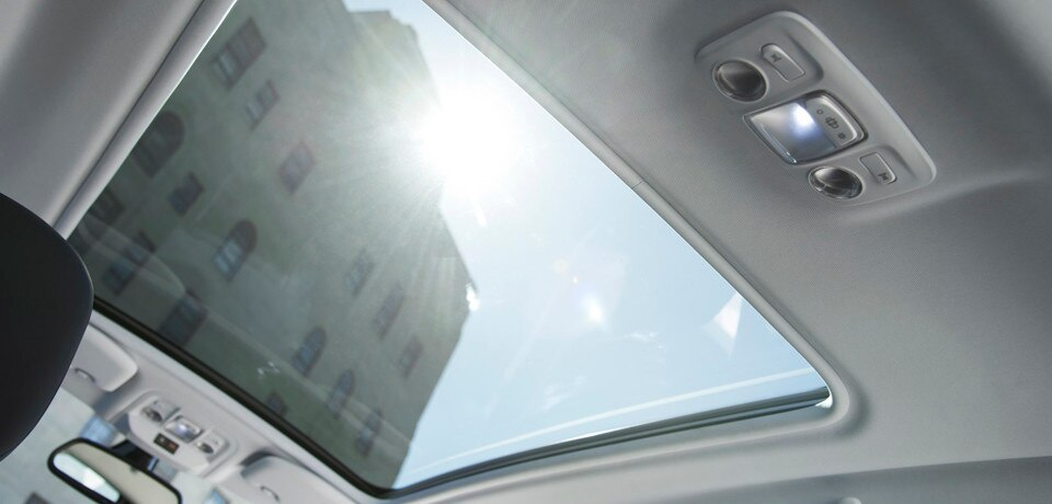 /image/30/4/peugeot_2008_panoramic_roof.167304.jpg